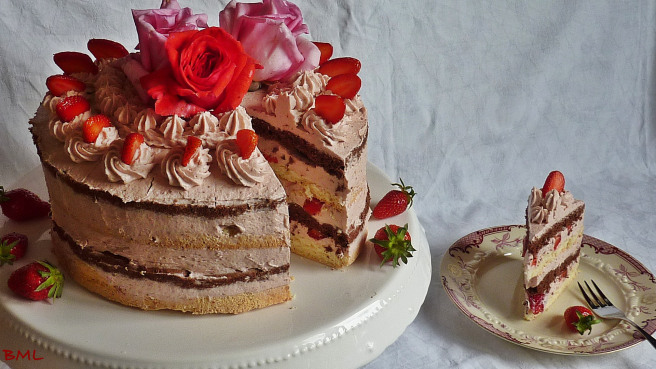 22. Erdbeerbuttercremetorte von Backen-mit-Leidenschaft