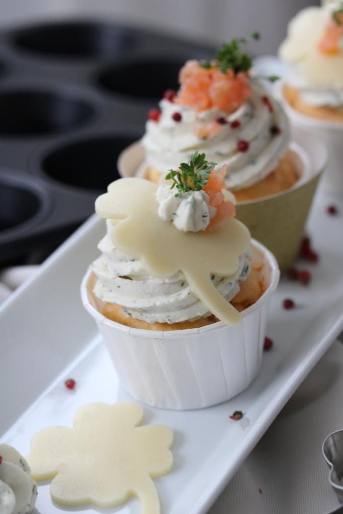 Herzhafte Silvestercupcakes Mit Lachs Und Frischkase Krauter Topping